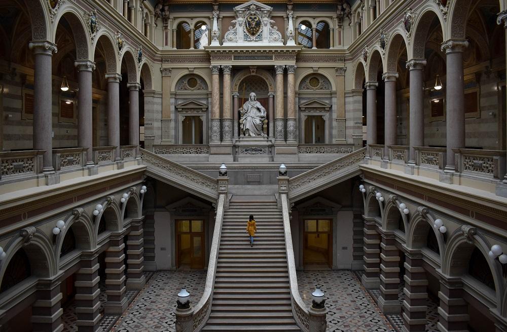 Der Justizpalast am Ring von Innen