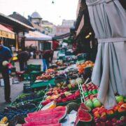 Der Wiener Naschmarkt: Kulinarik, modernes Stadtviertel, Wr. Typen