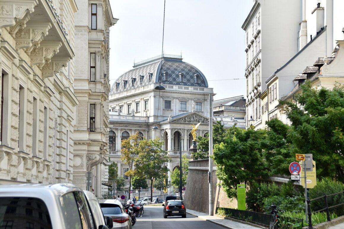 Primavera a Vienna – splendore dei fiori e ville nello specchio del patrimonio culturale mondiale